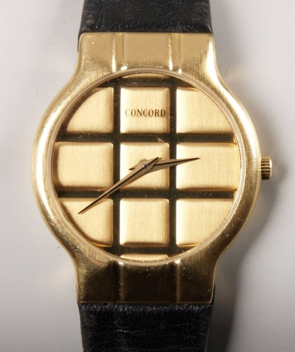 1019: CONCORD - 18ct gold gentleman's dress watch circu