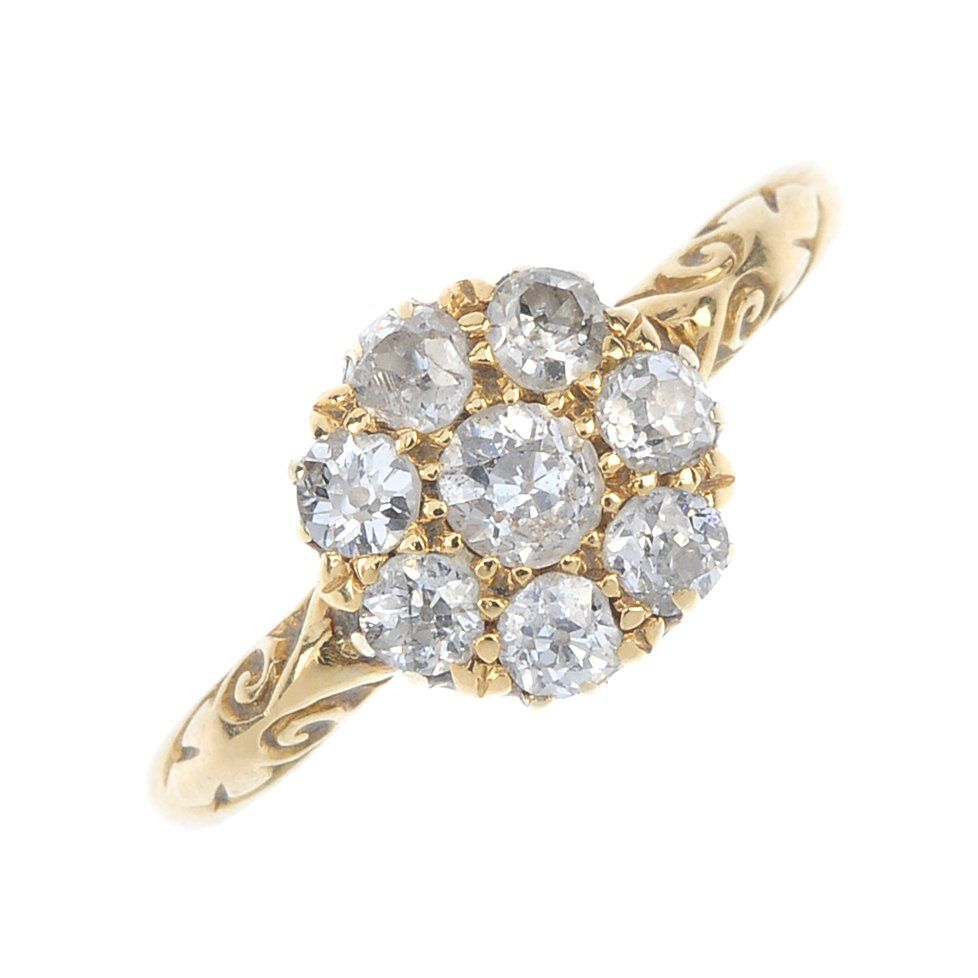 An Edwardian 18ct gold diamond cluster ring. The
