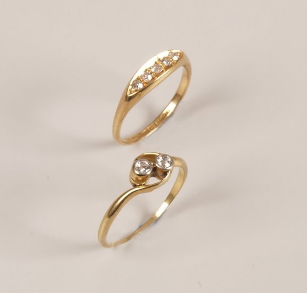 11: Two 18ct gold rings to include an Edwardian five st