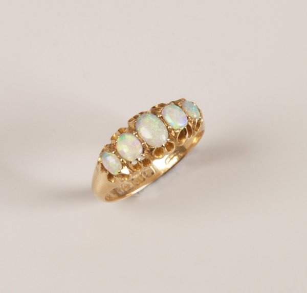 13: Edwardian 18ct gold graduated five stone opal ring,