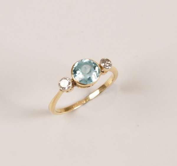 15: 18ct gold mounted collet set round blue zircon and