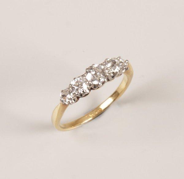 16: 18ct gold claw set five stone graduated diamond rin