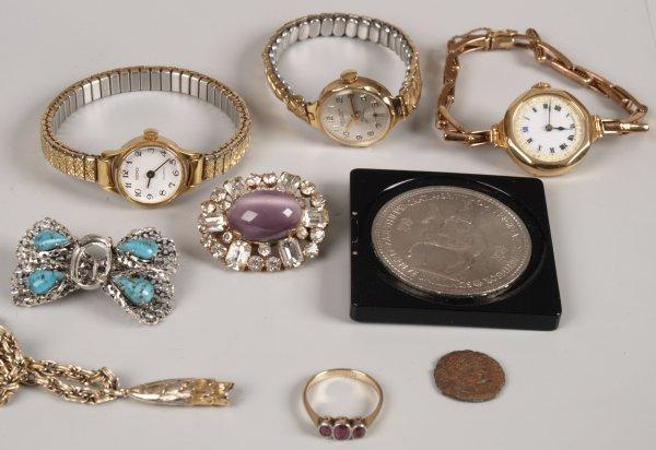 "17: ""9ct gold ladies manual wind watch on expanding bra"