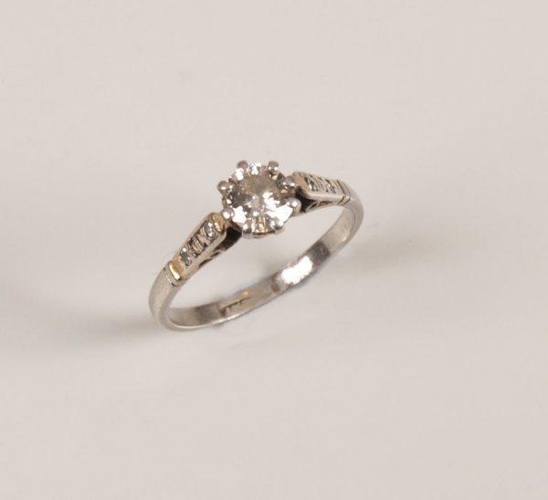19: Platinum single stone round brilliant diamond ring,
