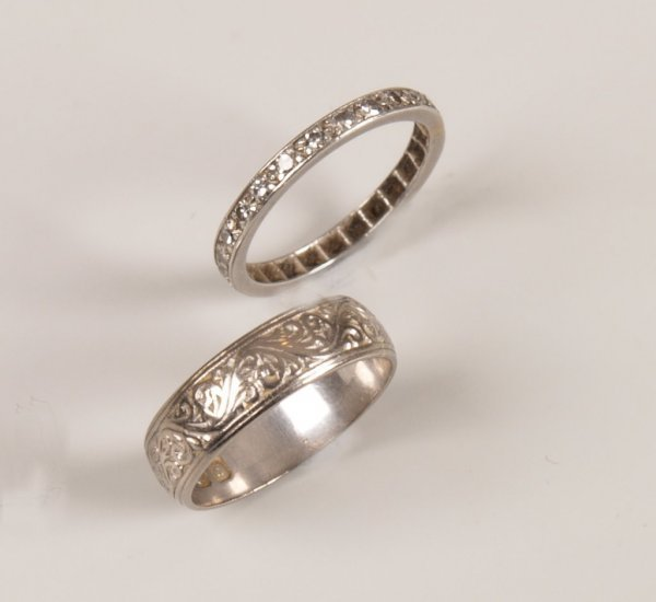 21: Two rings, to include an 18ct white gold wedding ba