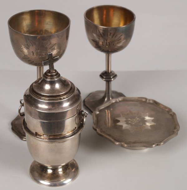 959: Victorian silver wine and wafer holder of urn shap