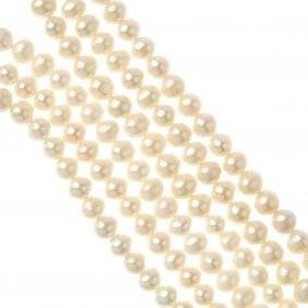 A Freshwater Cultured Pearl Choker And Two Rings. The