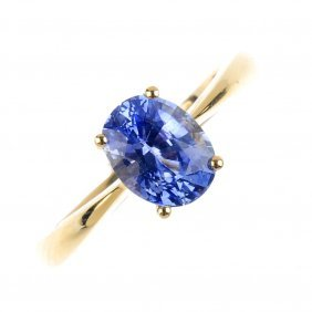 An 18ct Gold Ceylon Sapphire Single-stone Ring. The