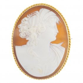An Early 20th Century 15ct Gold Shell Cameo Brooch. Of
