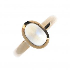 A Moonstone Single-stone Ring. The Oval Moonstone