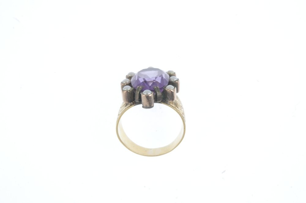 An amethyst and split pearl cluster ring. The - 2