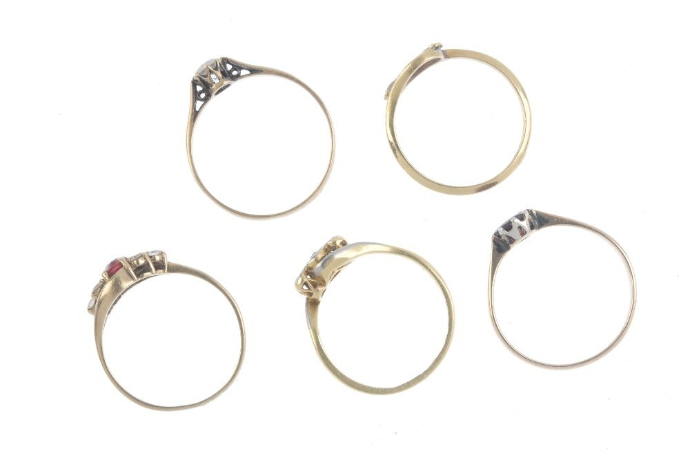 Five gold gem-set rings. To include an early 20th - 2