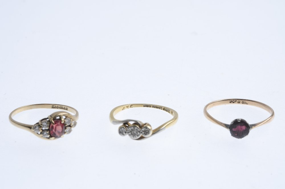 Five gold gem-set rings. To include an early 20th - 3
