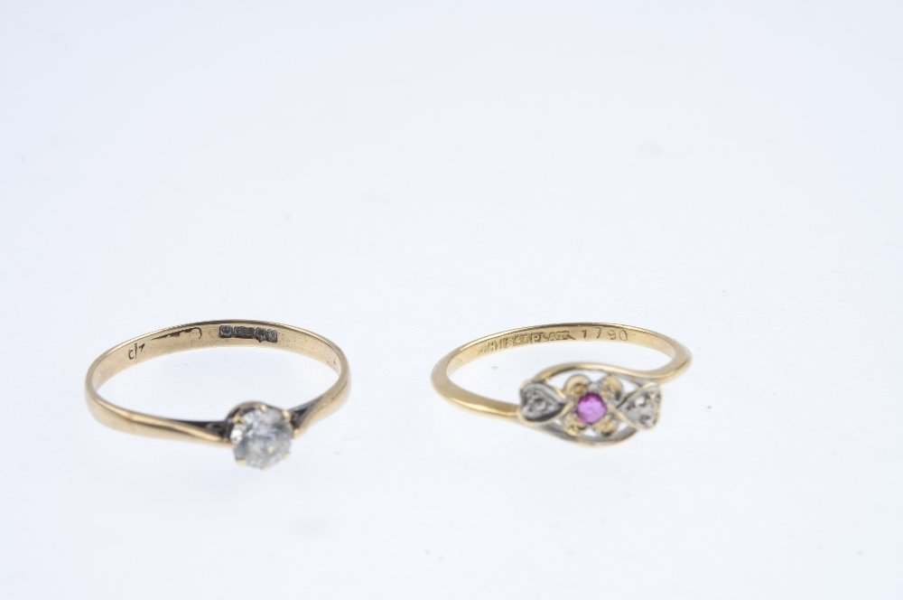 Five gold gem-set rings. To include an early 20th - 4