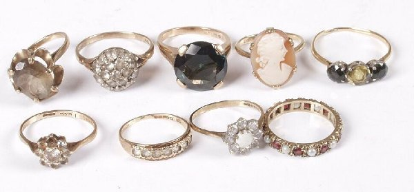 5: Nine assorted gold mounted stone set dress rings, 26