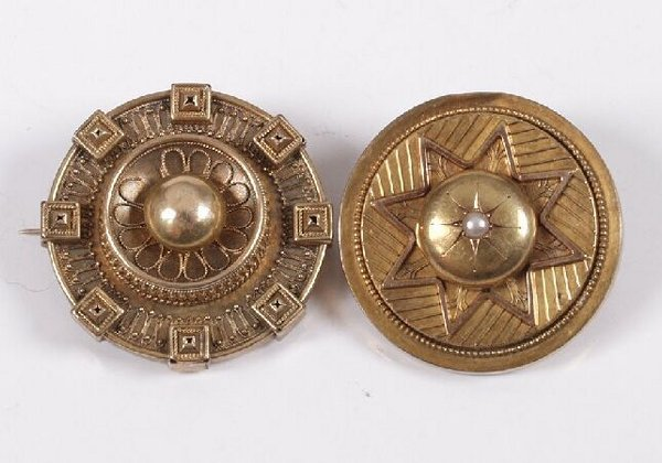 6: Two Victorian gold circular target brooches with can