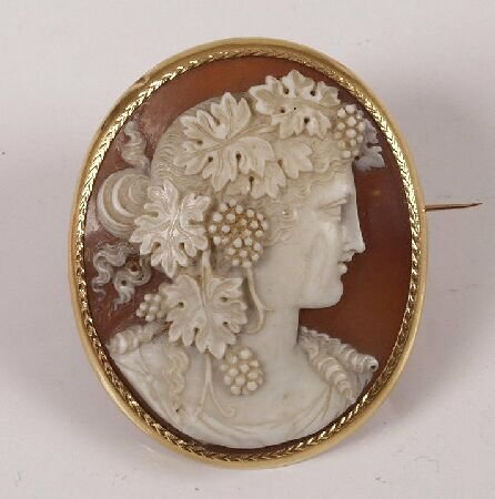 20: Oval shell cameo brooch, carved to depict a classic
