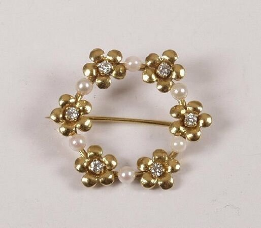 21: 18ct gold cultured pearl and diamond set brooch, of
