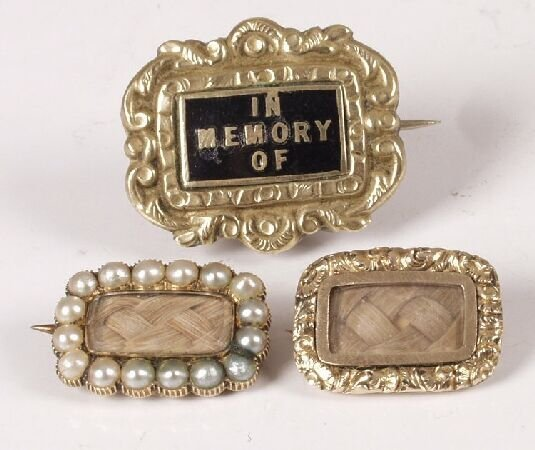 665: Three Victorian gold brooches to include two set w