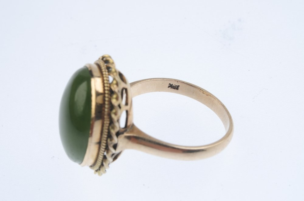A jade single-stone ring. The oval jade cabochon, - 3