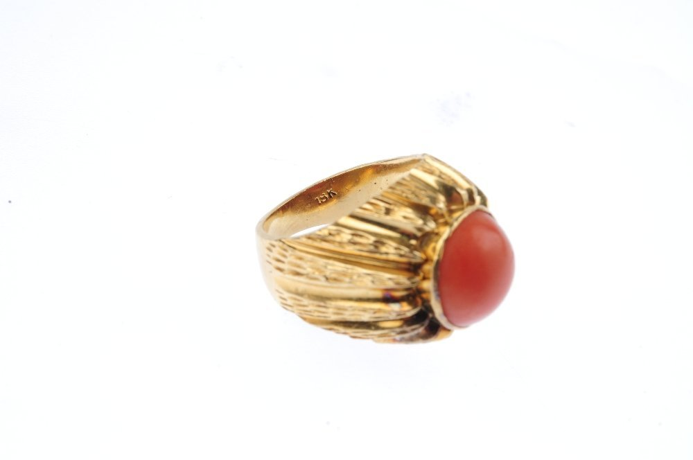 A mid 20th century 18ct gold coral dress ring. The - 3