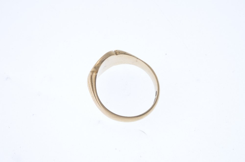 A gentleman's late Victorian 15ct gold signet ring. The - 2