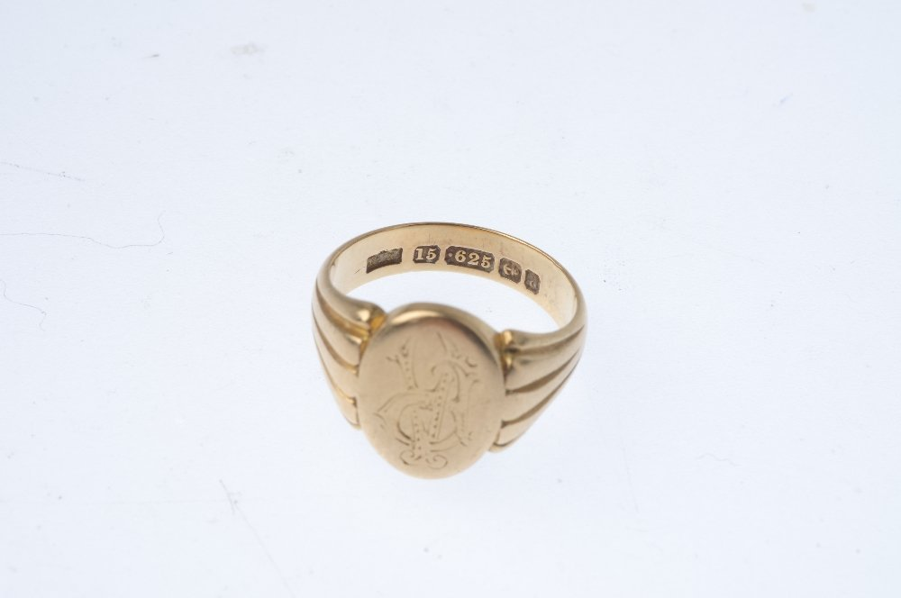 A gentleman's late Victorian 15ct gold signet ring. The - 3