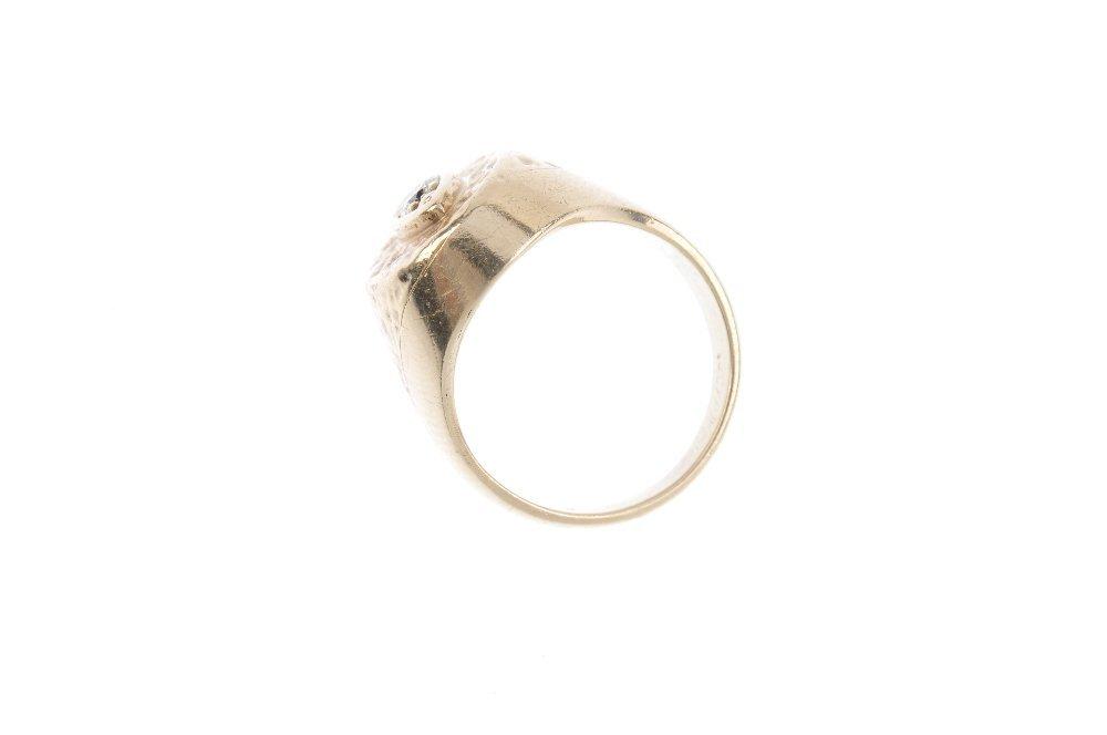 A diamond signet ring. The brilliant-cut diamond, with - 2