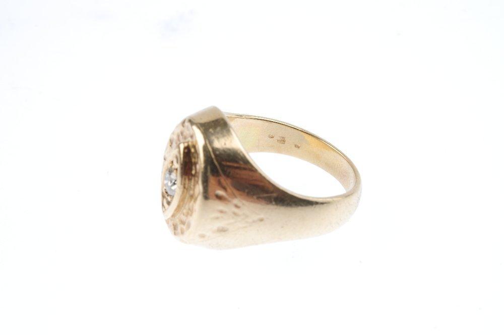 A diamond signet ring. The brilliant-cut diamond, with - 3