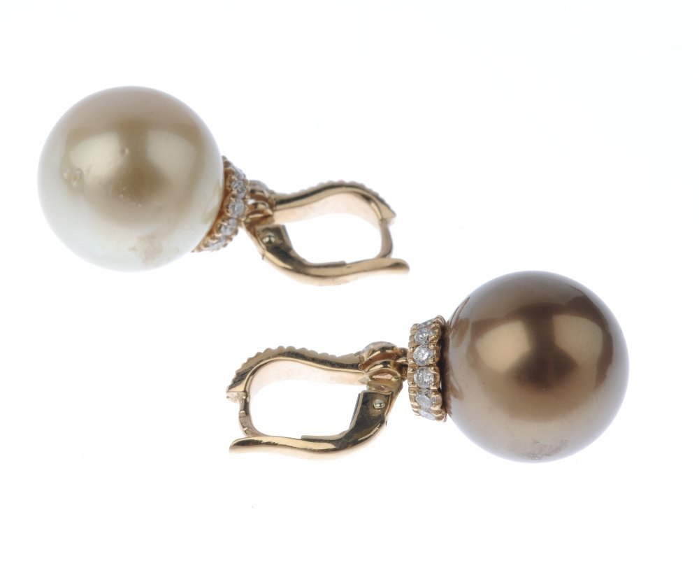 (130426-5-A) A pair of dyed cultured pearl and diamond - 3