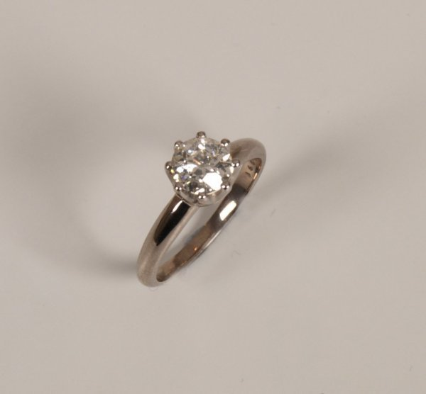 6: A round cut brilliant  diamond of 1.10cts claw mount
