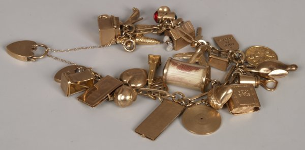 9: 9ct yellow gold 'fetter and three' link bracelet and