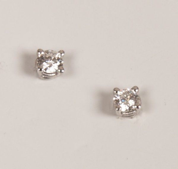 11: Pair of 18ct white gold claw set diamond stud earri