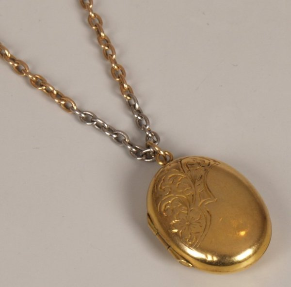 16: 9ct B&F oval locket with floral motif suspended on