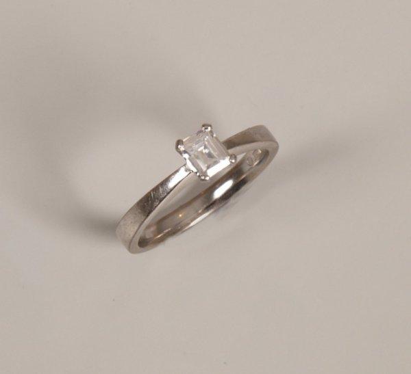 18: 18ct white gold claw set emerald cut single stone d