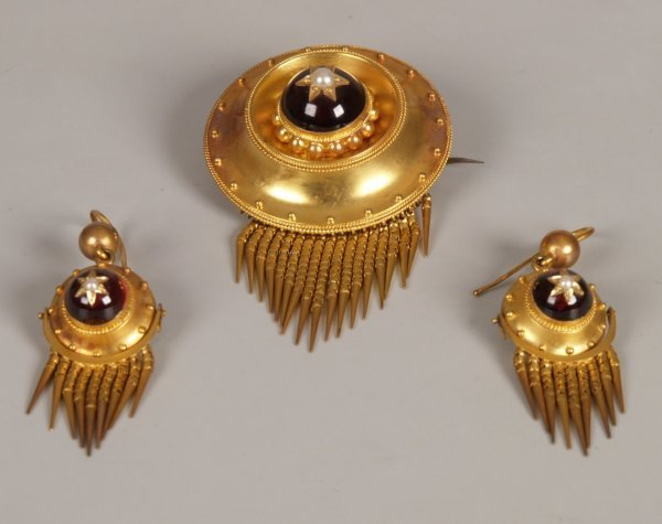 238: Victorian 15ct gold garnet and seed pearl brooch i