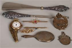936 A small collection of items to include a 15ct gol