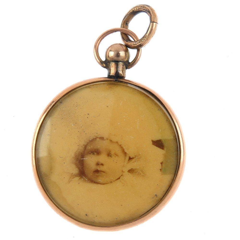 An Edwardian 9ct gold photograph locket. Of circular