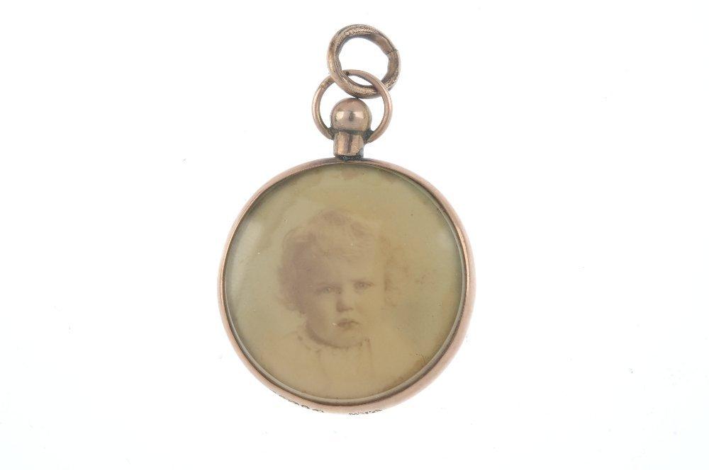 An Edwardian 9ct gold photograph locket. Of circular - 2