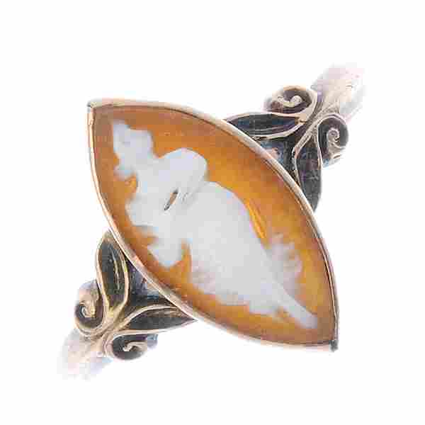 Two items of shell cameo jewellery. To include a bar