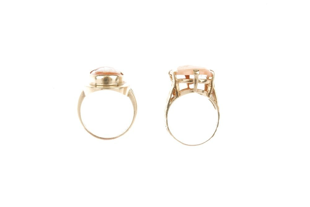 Two 9ct gold cameo rings. Both of oval-shape, the shell - 3