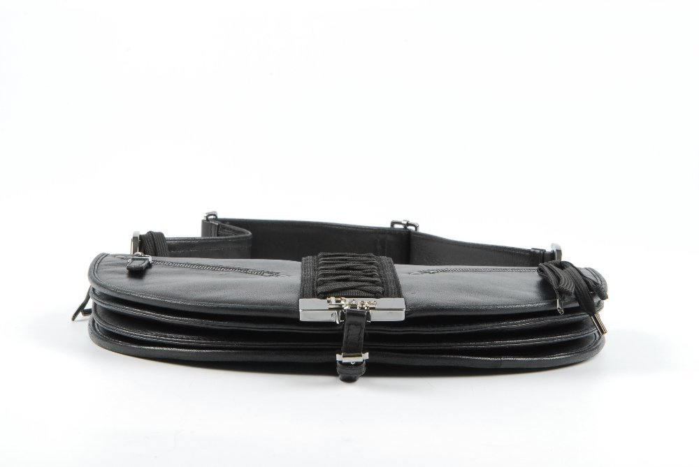 CHRISTIAN DIOR - a black leather braided handbag. - 7