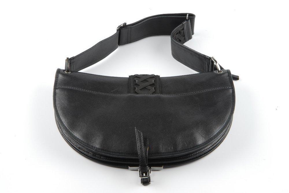 CHRISTIAN DIOR - a black leather braided handbag. - 8