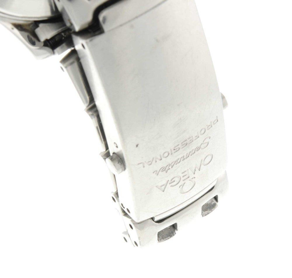 OMEGA - a mid-size Seamaster Professional 300M bracelet - 4