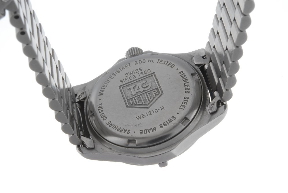 TAG HEUER - a mid-size 2000 Series bracelet watch. - 2
