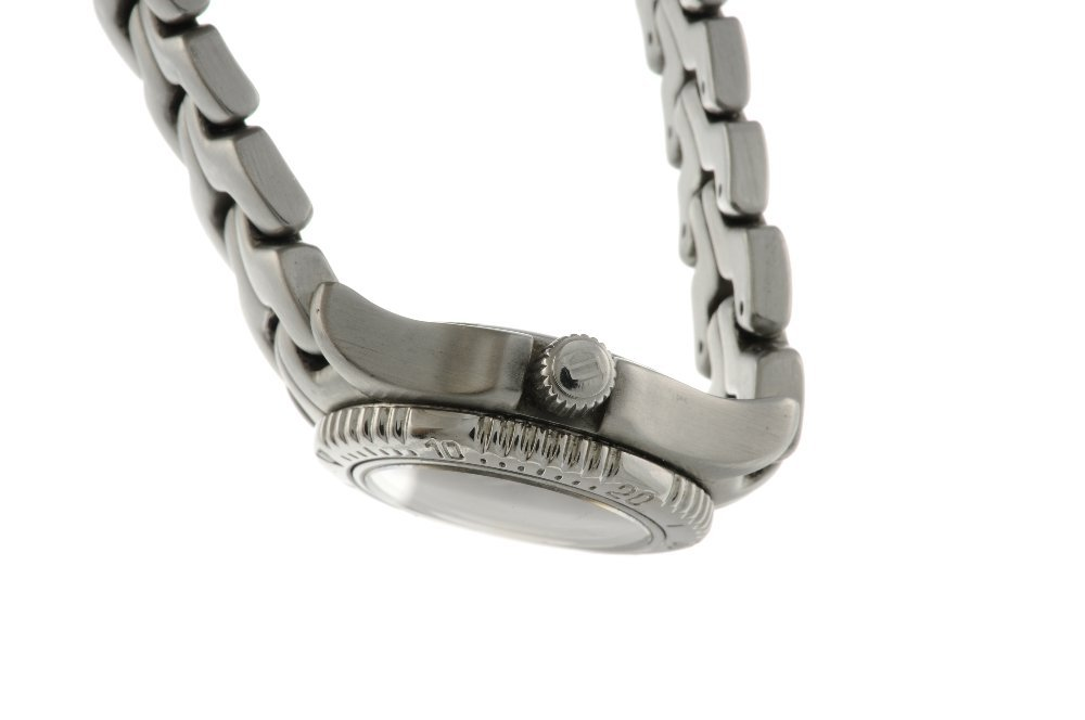 TAG HEUER - a lady's Link bracelet watch. Stainless - 3