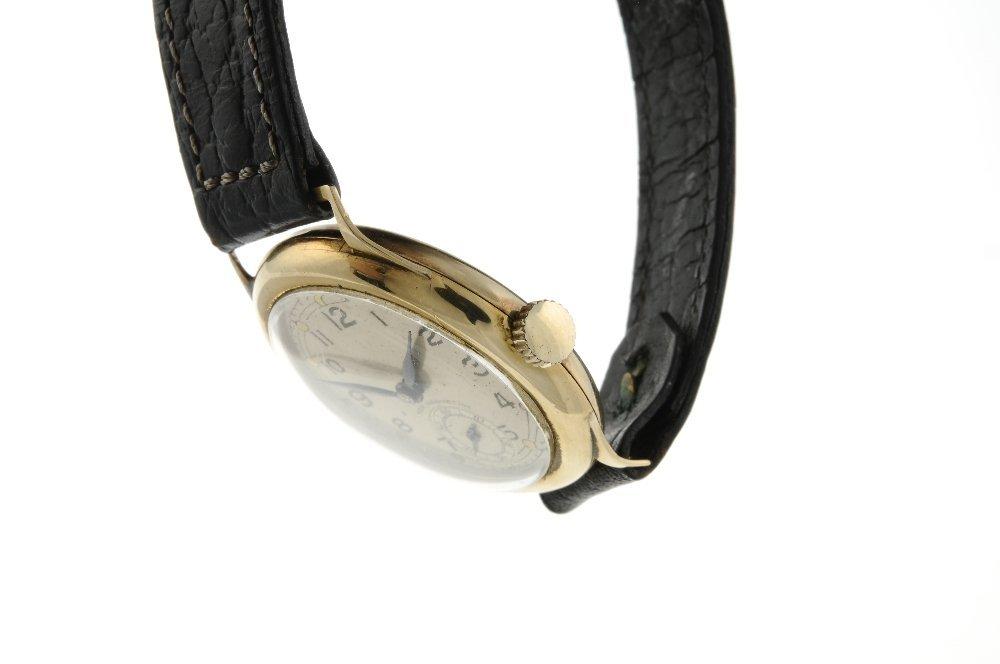 A gentleman's wrist watch. 9ct yellow gold case, - 3