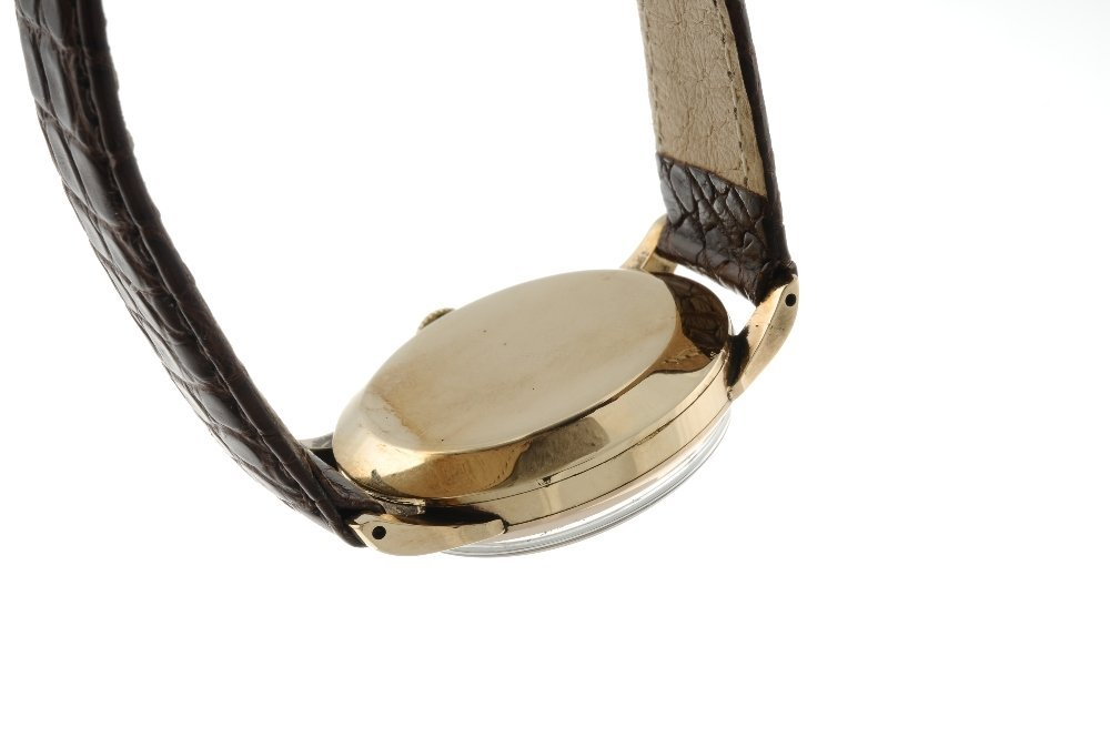 SMITHS - a gentleman's De Luxe wrist watch. 9ct yellow - 2