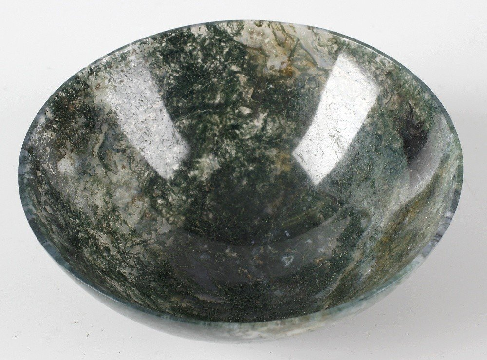 A moss agate circular bowl, 5 (12.5cm) diameter.  Minor