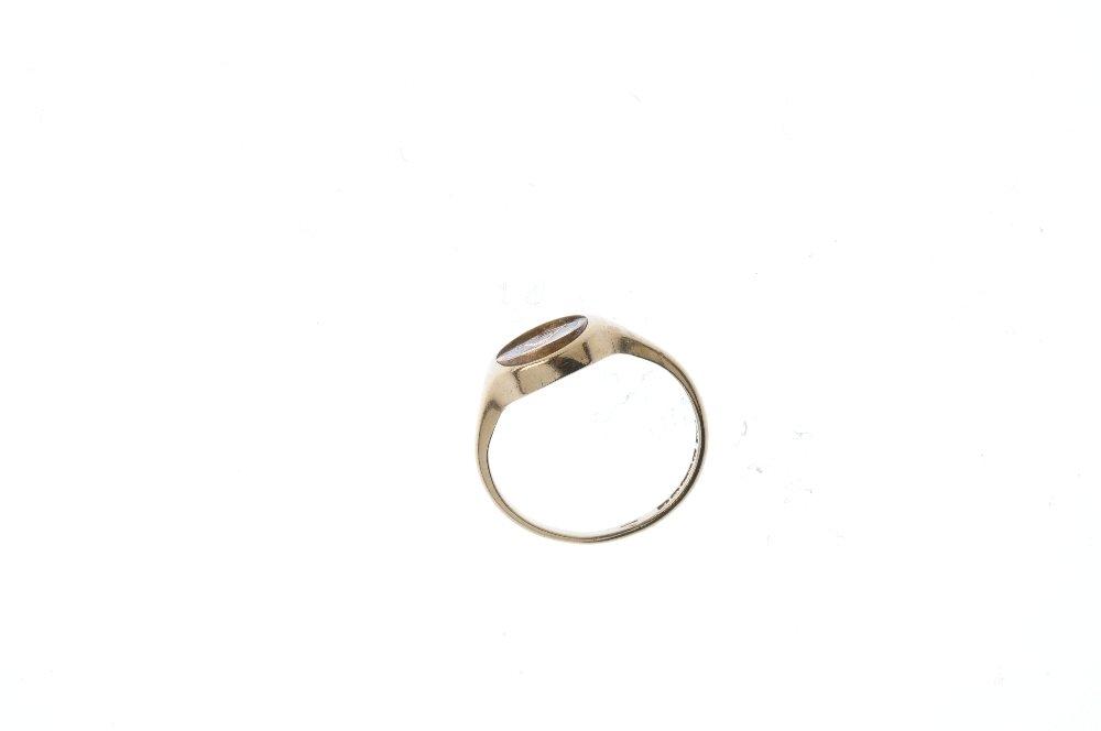 A mid 20th century 9ct gold Masonic swivel signet ring. - 3